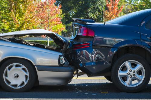 2 cars involved in a car crash